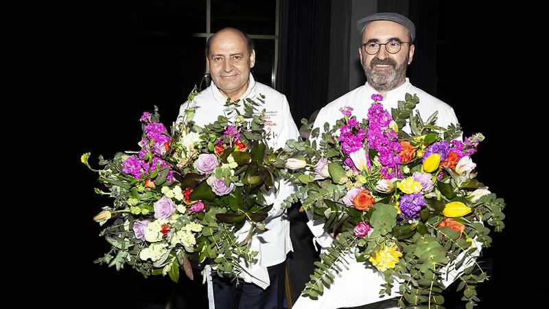 Ο βραβευμένος με αστέρι Michelin Ανδρέας Μαυρομμάτης, ο οποίος προσκλήθηκε από το αθηνόραμα και ήρθε από το Παρίσι, σε συνεργασία με τον πολυβραβευμένο Σωτήρη Ευαγγέλου, executive chef του «Makedonia Palace», υπέγραψαν το αξέχαστο dîner de gala της φετινής απονομής
