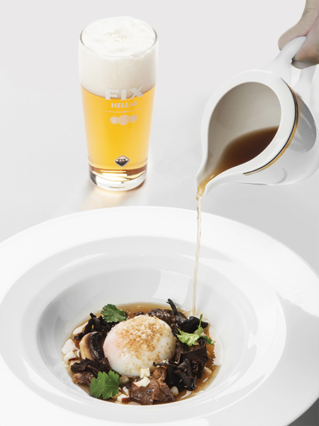 Το «τέλειο αβγό» με άγρια μανιτάρια Γρεβενών και premium lager Fix Hellas.
