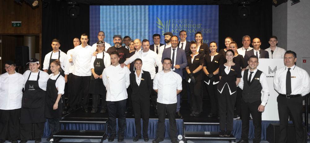 Σύσσωμο το επιτελείο του «Makedonia Palace» με επικεφαλής τον F & B Manager Νίκο Χαραλαμπίδη και τον executive chef του ξενοδοχείου Σωτήρη Ευαγγέλου δέχτηκε το θερμό χειροκρότημα των προσκεκλημένων αμέσως μετά το πέρας της βραδιάς.