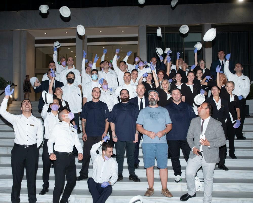 Σύσσωμη η ομάδα του Makedonia Palace που μαζί με τον executive chef Σωτήρη Ευαγγέλου και τους guest chefs υποστήριξαν υποδειγματικά την εκδήλωση καταχειροκροτήθηκε.