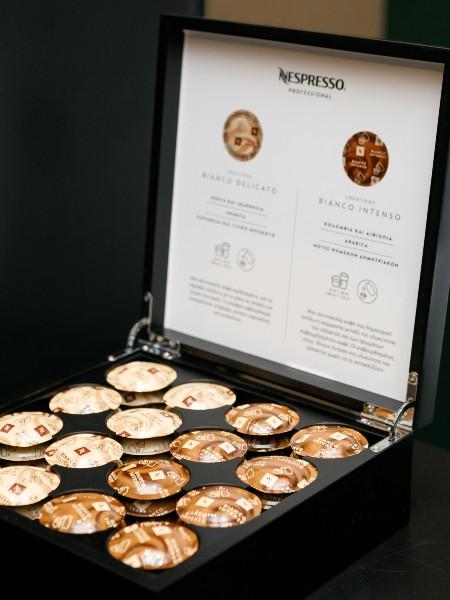 Στο τέλος της βραδιάς δοκιμάσαμε δυο καινούργια ιδιαίτερα χαρμάνια Nespresso Professional δημιουργημένα για να ταιριάζουν ωραία με γάλα, το απαλό Bianco Delicato και το δυναμικό Bianco Intenso.