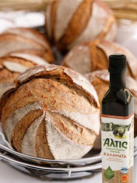 Προζυμένιο ψωμί αργής ωρίμανσης με το εξαιρετικό παρθένο ελαιόλαδο Άλτις ΠΟΠ Καλαμάτα που υποστήριξε και όλο το μενού